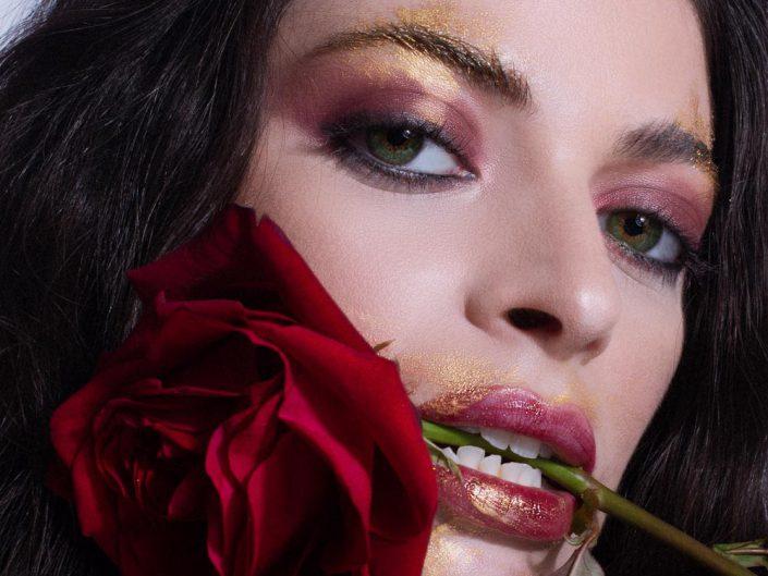 photo beaute maquillage avec des roses