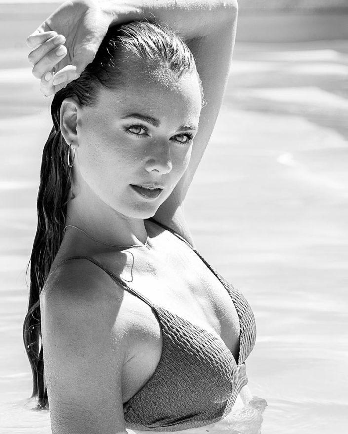 photo mode piscine femme aix en provence editorial