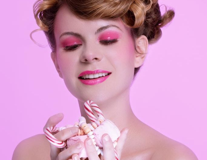 SEANCE PHOTO BEAUTE BOMBONS ROSES EDITORIAL